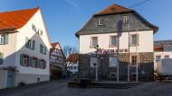 Wer darf einziehen: Das Rathaus der Gemeinde Schöneck steht für das Bürgermeisteramt frei. Amtsinhaberin Cornelia Rück (SPD) wird von Björn-Magnus Becker (FWG) herausgefordert.