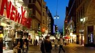 Die Fassaden der Geschäfte in der Dortmunder Innenstadt sind tadellos. Doch nicht mal einen Kilometer weiter, in der armen Nordstadt, sieht es völlig anders aus.