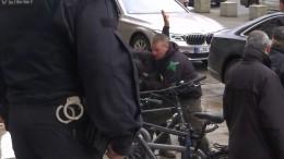 Polizei nimmt Mann in Gegenwart von Merkel fest