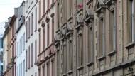 Mietshäuser in Frankfurt: Die Vermietung an Urlauber über Online-Portale führt oft zu höheren Nebenkosten für alle Mieter im Haus