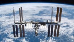 Reparaturen an Raumstation