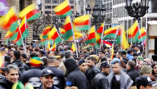 Diskussion um Flaggen-Verbot nach Kurden-Demo