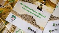 Ungewohnte Allianz: Der Hessische Bauernverband und der Bund für Umwelt und Naturschutz Deutschland fordern in einer gemeinsamen Broschüre den Stopp des Flächenverbrauchs in Hessen.
