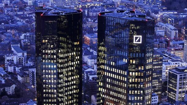 Deutsche-Bank-Chef verteidigt Milliardenboni