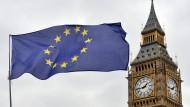 Noch weht die EU-Flagge vor dem Parlament in London.