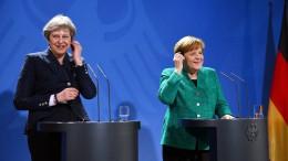 Merkel drängelt, May bleibt vage