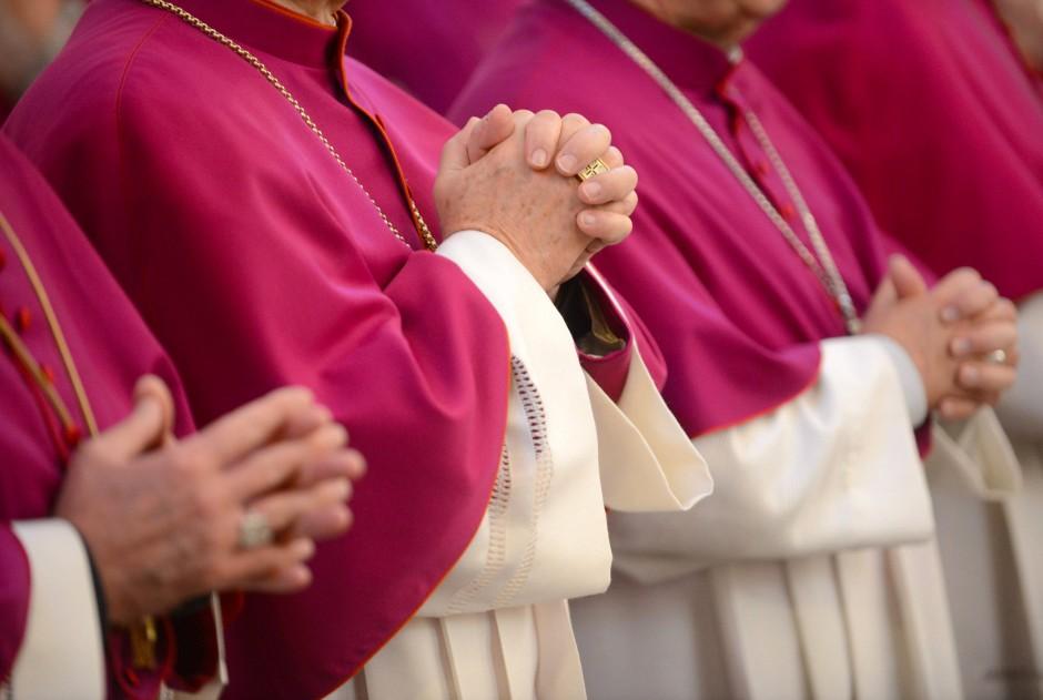 Die Hände zum Gebet falten oder das Gebet auf der Tastatur eintippen – beides kann als meditative Handlung empfunden werden