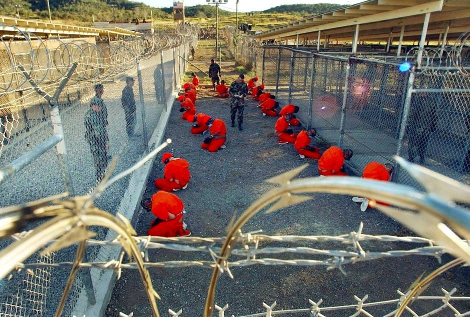 In dem fiktiven Gefängnis Camp Saturday, in dem Sarat jahrelang vor sich hin vegetiert, erkennt man Guantanamo Bay.