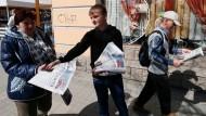 Nachfrage in der Krise: Zeitungsverkäufer in Simferopol