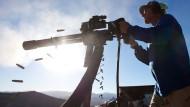 Die Hersteller bauen immer gefährlichere Waffen: Diese Minigun gibt 50 Schüsse pro Sekunde ab. Immerhin ist sie zu groß, um sie mit sich zu führen.