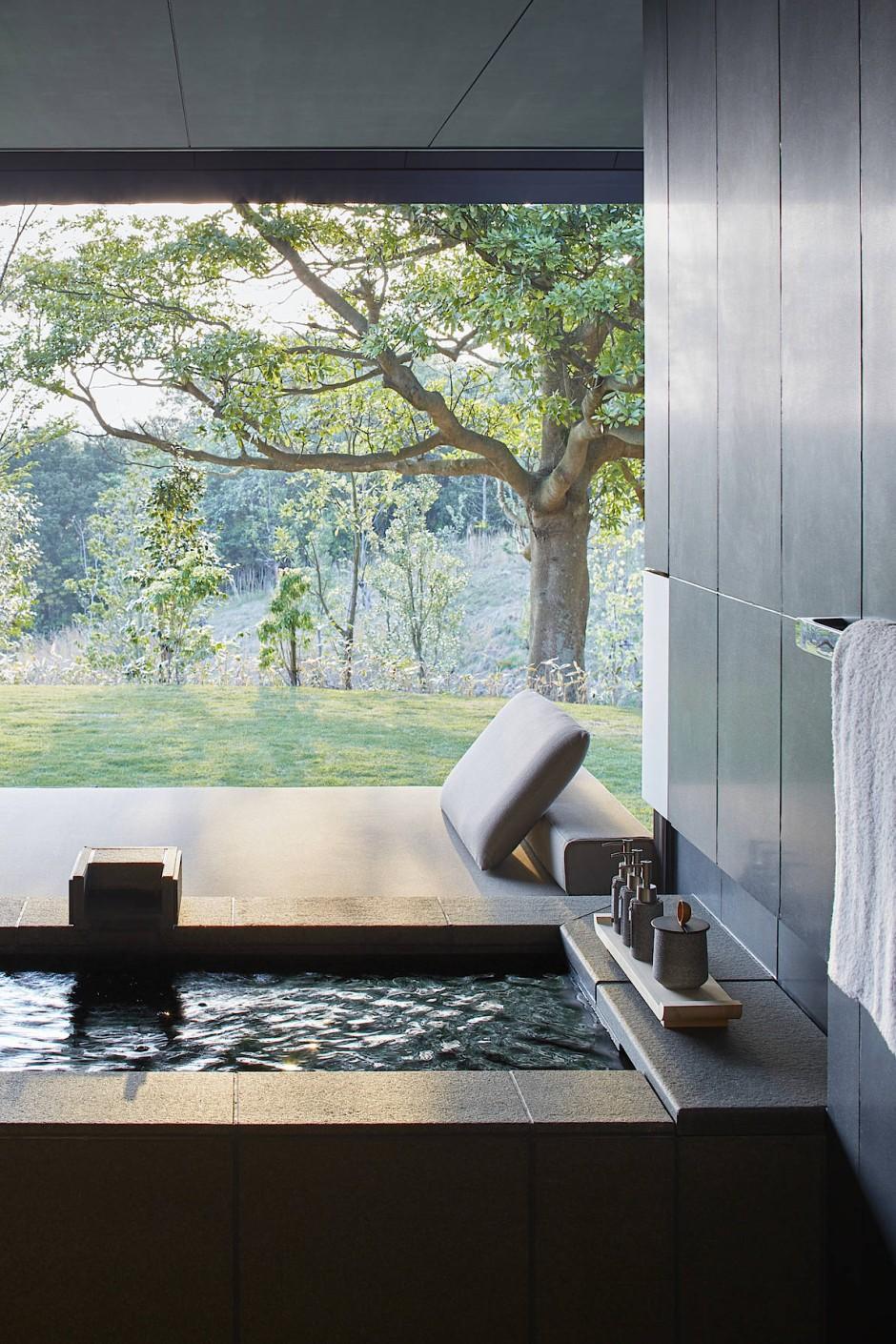 Das Besondere an Onsen-Wasser ist die mineralische Zusammensetzung. Eine japanische Weisheit besagt sogar: Ein Onsen kann alles heilen, nur die Liebe nicht.