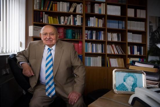 Der Kritiker in seinem Büro: Marcel Reich-Ranicki in der Redaktion der Frankfurter Allgemeinen Zeitung
