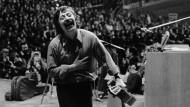 Ein Moment der Glückseligkeit an einem Abend mit Folgen: Wolf Biermann nach seinem Kölner Konzert am 13. November 1976