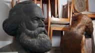 Wie kann man gerade Sätze schreiben, wenn die Wirklichkeit so verschachtelt ist? Karl Marx im Magazin der Friedrich-Schiller-Universität Jena.