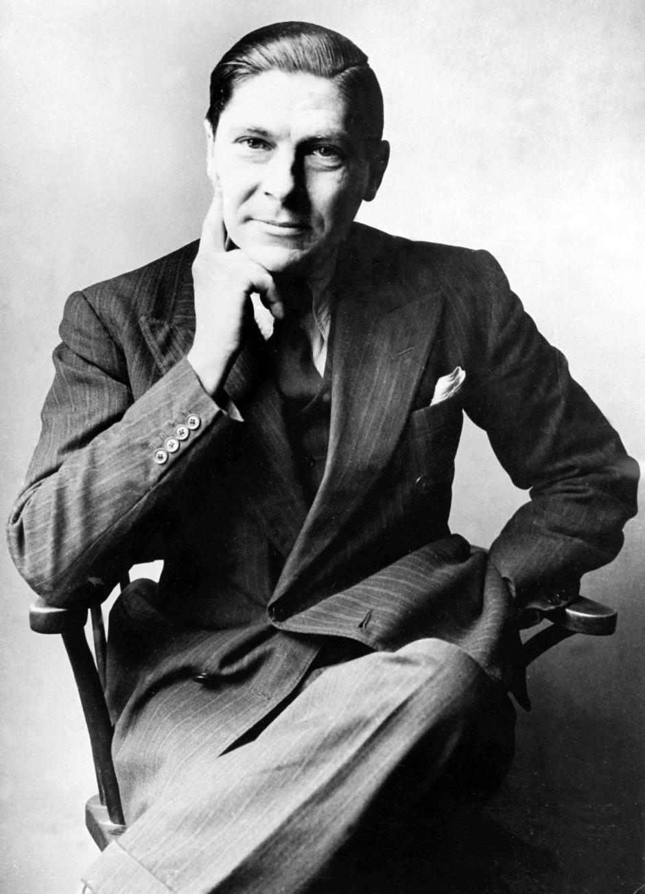 Und irgendwann wurde aus ihm ein englischer Autor: 1940 floh er nach England und wurde in der Sprache heimisch.