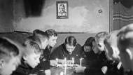 """Die Weltanschauung lernen: """"Jungvolk"""" in  Berlin unterm Hitlerbild"""