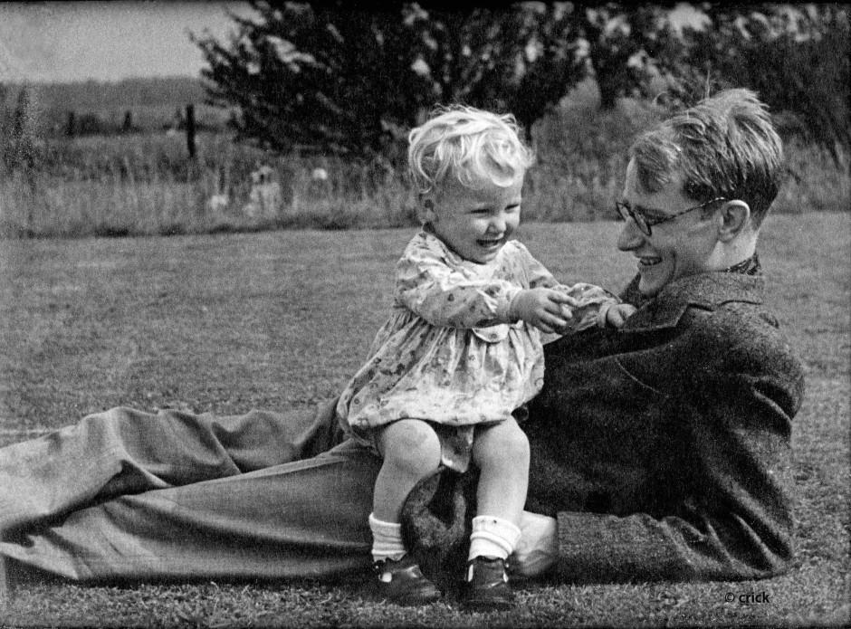 Sohn Michael und sein Vater Francis Crick um 1943 in Northampton