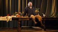 Den Grabscher gelüstet es nach Barem: Craig Colclough als Falstaff.