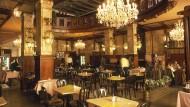 Hotels öffnen sich nicht nur für Reisende, sondern auch für die Bürger der Stadt: Das Café im Grandhotel Europa in Prag.