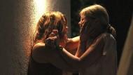 Man glaubt es kaum: Katrin (Britta Hammelstein, links) und Sandra (Mira Bartuschek) waren einmal gute Freundinnen.
