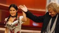 """Wetten, dass..?"" im Oktober 2008: Thomas Gottschalk begrüßt Salma Hayek"