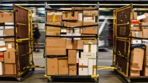 Das Päckchen ins Ausland soll billiger werden