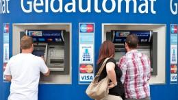 Bankkunden müssen am Automaten häufiger zahlen