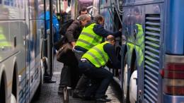 Studentin im Laderaum eines Fernbusses eingeschlossen