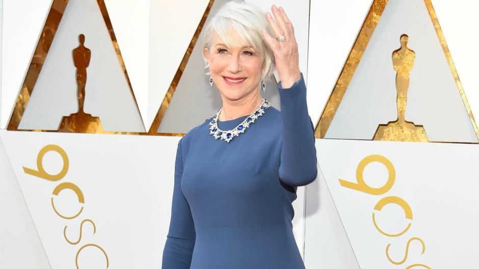Helen Mirren auf dem Roten Teppich beim Oscar 2018: Gemeinsam mit Jane Fonda präsentierte sie dort die Auszeichnung für den besten Hauptdarsteller.
