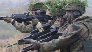"""""""Jamaika spielt mit der Zukunft der Bundeswehr"""""""