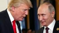 Donald Trump und Wladimir Putin im November 2017 auf dem APEC-Gipfel