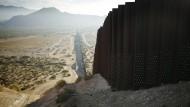 """""""Build! The! Wall!"""": Im Grenzabschnitt zwischen New Mexico und Mexiko steht bisher ein Zaun."""