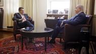 Nüchternes Verhältnis: Gabriel bei seinem Gespräch mit Netanjahu in Jerusalem.