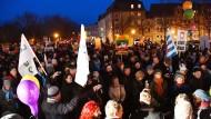 Liebe statt Hass: In Cottbus demonstrierten etwa zweihundert Menschen für ein gewaltfreies Miteinander.