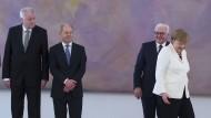 Reiz des Bekannten: Seehofer, Scholz, Steinmeier und Merkel im Schloss Bellevue.