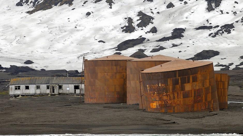 Wo einst die Walfänger hausten: Verlassene Walfangstation auf Deception Island.