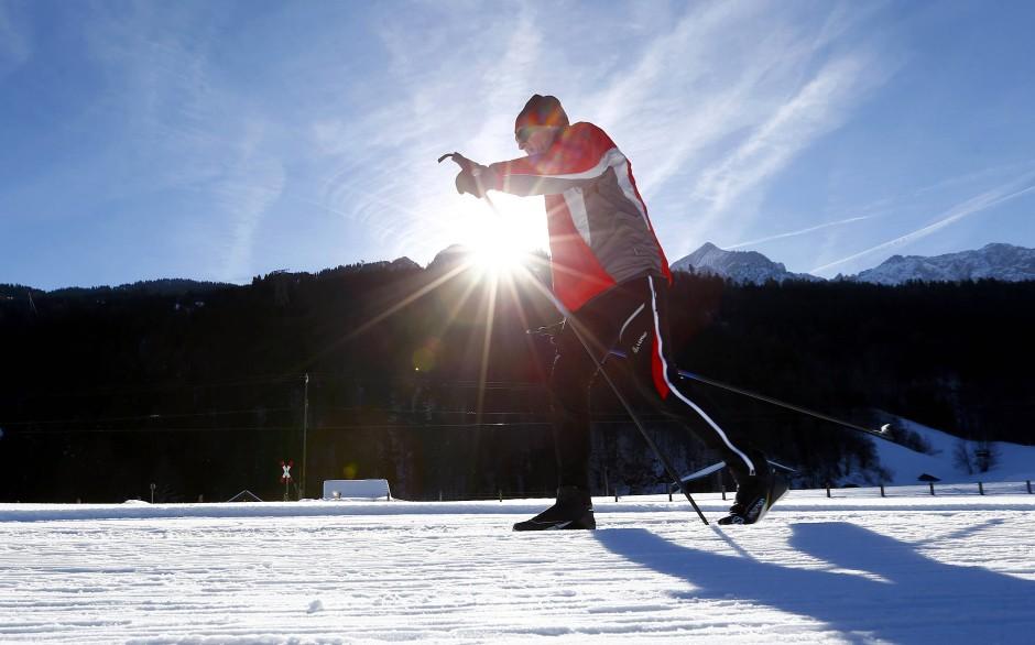 Nicht immer nur Touristen: Garmisch-Partenkirchens Skilehrer wollen mehr Einheimische auf die Bretter bringen.