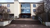 Stillschweigen: Die Wöhlerschule, an der der nun verurteilte Lehrer unterrichtet hat, hat zu diesem Fall dicht gehalten
