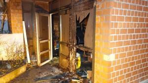 Feuer vor Wohnheim: Polizei ermittelt wegen Brandstiftung