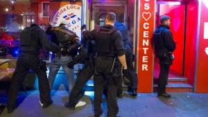 22 Festnahmen bei Ermittlungen in Rocker-Kreisen