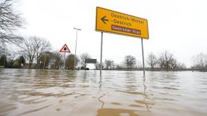 Die Pegel des Rheins steigen wieder