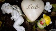 Liebe: Stein auf dem Frankfurter Hauptfriedhof zur Erinnerung an ein totgeborenes Kind