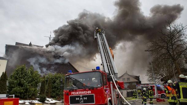 Feuer in Haus mit Waffen: Ursache bleibt ein Rätsel