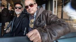 Henni und Gerd als Steckdose und Tankdeckel