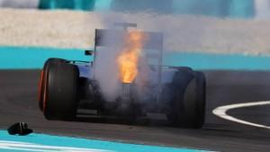 Hamilton platzt erst der Motor – und dann der Kragen