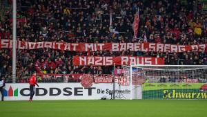 Ist der Fußballverband auf dem rechten Auge blind?