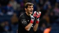 Verzweifelt: Casillas wurde von einem 18-Jährigen düpiert.