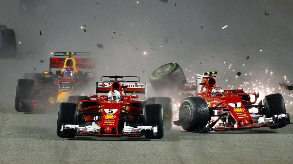Die Ferrari kollidierten schon in der ersten Runde in Singapur.