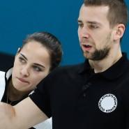 Alexander Kruschelnizki (rechts, daneben seine Curling-Partnerin Anastasia Bryzgalowa) steht unter Doping-Verdacht.