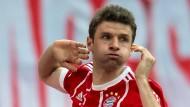 Auf wen treffen die Bayern im Viertelfinale der Champions League? Thomas Müller ist auch schon ganz gespannt.